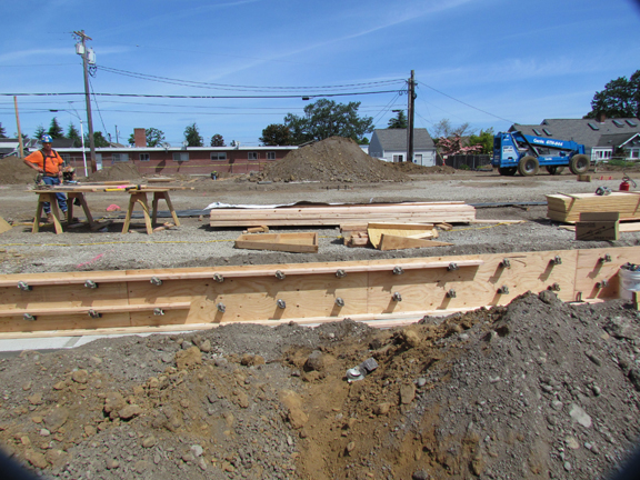 crews build foundation footings